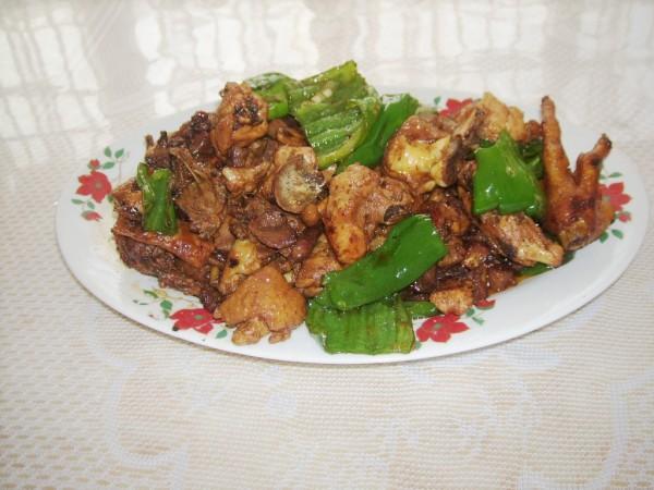青椒烧公鸡的做法【步骤图】_菜谱_美食杰