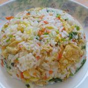 圆生菜胡萝卜蛋炒饭