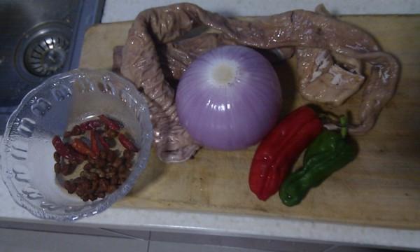 辣椒洋葱炒肥肠的做法