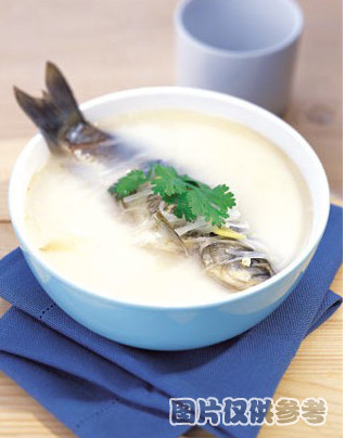萝卜丝炖鲫鱼的做法