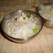 鸡肉粿条汤的做法