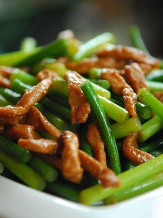 美食推荐:酸菜炒粉条麻酱拌混沌苦瓜炒虾皮的做法