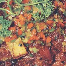 腊肉炖河蚌