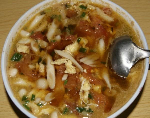 蘑菇煮鸡蛋_番茄鸡蛋小蘑菇汤的做法_番茄鸡蛋小蘑菇汤怎么做_美食杰