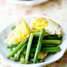 蒜薹香炒荷包蛋的做法