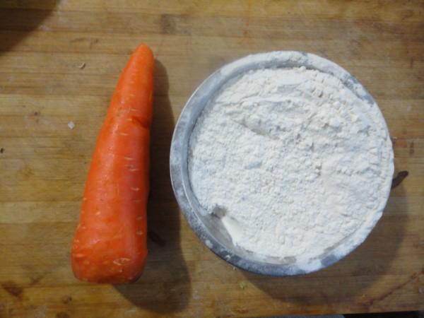 胡萝卜怎么切成丁_胡萝卜汁花朵馒头的做法_胡萝卜汁花朵馒头怎么做_美食杰