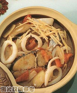 鲜鱿鲛鱼茄汁煲的做法