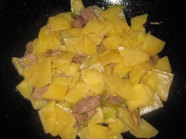 土豆片炒肉的做法【步骤图】_菜谱_美食杰