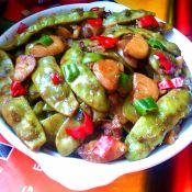 猪颈肉烧豆角土豆的做法