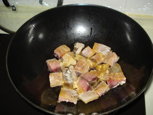比鲜鱼还烧咸鱼的做法