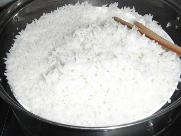 凉米饭一大碗图片