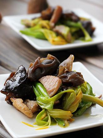黄花菜最正确的吃法  小炒木耳黄花菜 - 浓情巧克力 - 美衣 美食 唯美