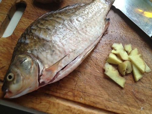 鲫鱼煮面的做法【步骤图】_菜谱_美食杰