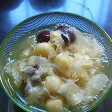 银耳红枣莲子汤的做法