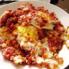 粗盐腌牛肉煎鸡蛋的做法
