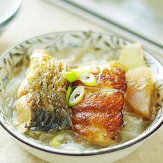 酸萝卜烩鱼的做法