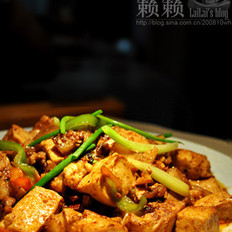 腩肉烧豆腐的做法
