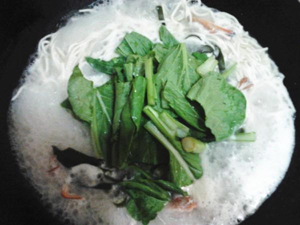 螃蟹海带青菜煮面的做法