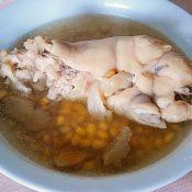 黄豆猪脚煲的做法