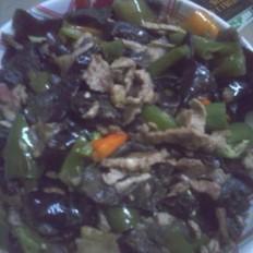 木耳彩椒炒肉的做法