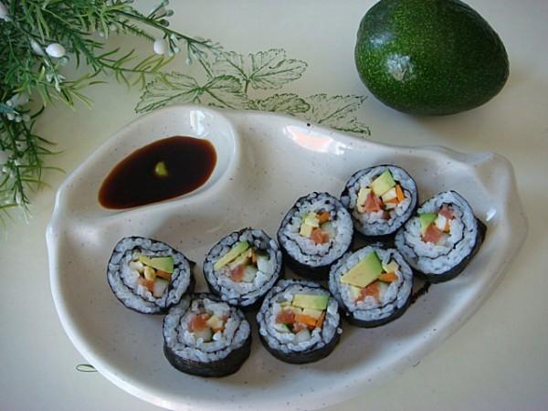 牛油果手卷寿司的做法_家常牛油果手卷寿司的做法