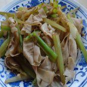 芹菜炒豆皮的做法
