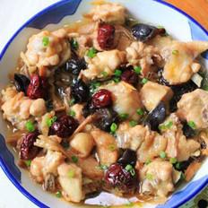 木耳红枣蒸鲜鸡的做法