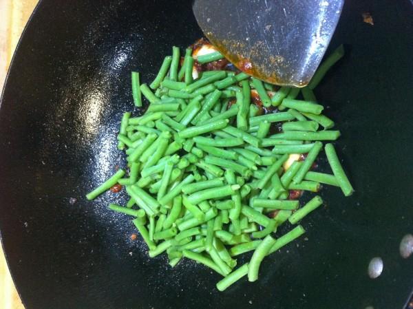 农家土菜爆豆角的做法