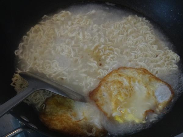 鸡蛋煮面条MW.jpg