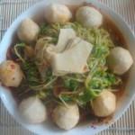 鸡肉丸煮豆苗的做法