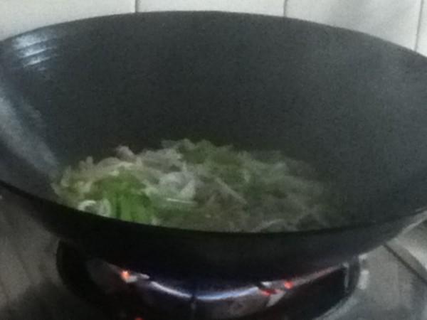 粉条芹菜炒肉片in.jpg