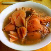 莲藕菌菇大骨汤的做法