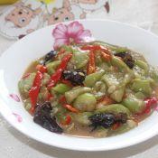 红椒木耳炒丝瓜的做法