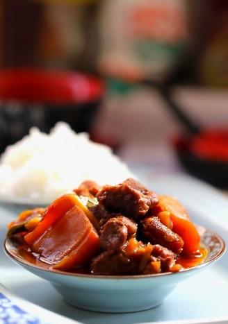 红萝卜炖羊肉的做法