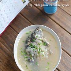 萝卜丝鲫鱼汤的做法