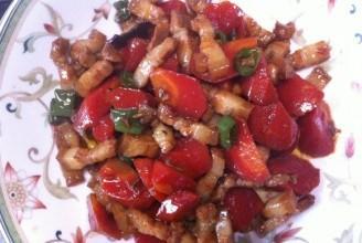 胡萝卜樱桃肉的做法