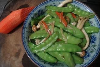 鲜菇炒荷兰豆的做法