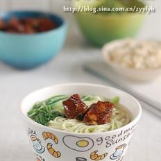 菜汁排骨汤面的做法