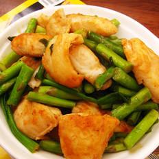 芦笋香辣鱼片的做法