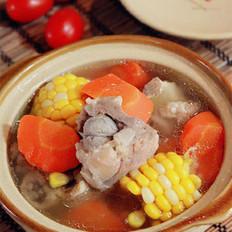 胡萝卜玉米龙骨汤的做法
