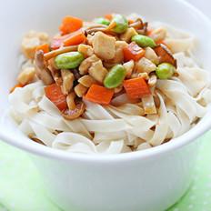 蟹味菇鸡丁杂蔬拌面 的做法
