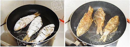 辣白菜煎燜鯽魚Qe.jpg