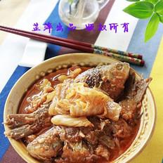 辣白菜煎焖鲫鱼的做法