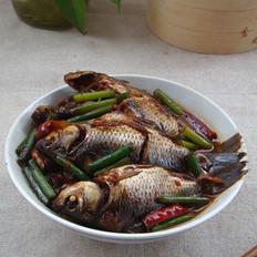 酱油水煮鲫鱼