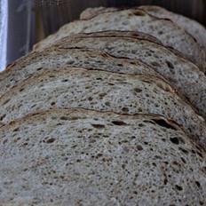 麸皮黑麦黑啤面包