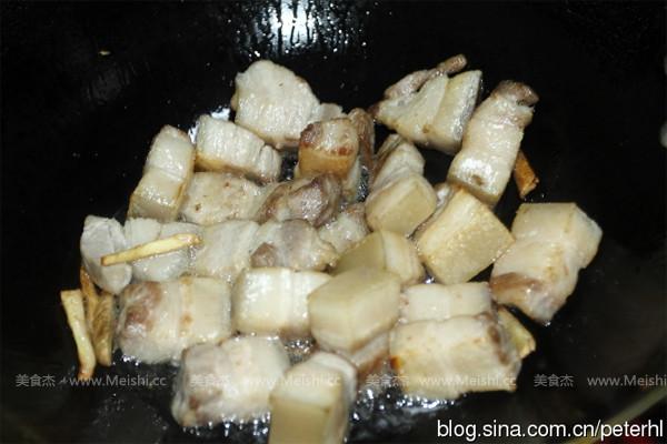 锅v姜丝干净后,自制少许油,倒入姜丝小火慢慢炒香海带加入味精图片