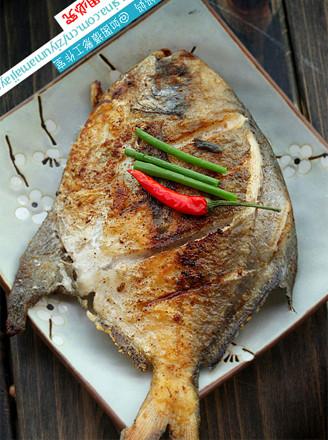 干煎椒盐鲳鱼的做法