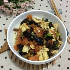 黄花菜木耳鸡蛋面的做法