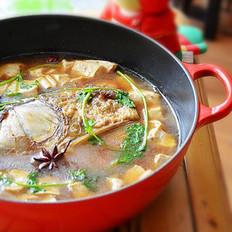 铁锅鱼头炖豆腐的做法