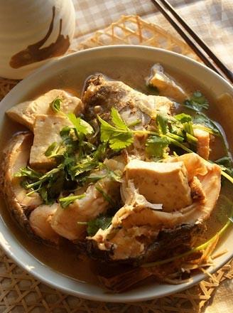 红烧鲤鱼炖豆腐的做法